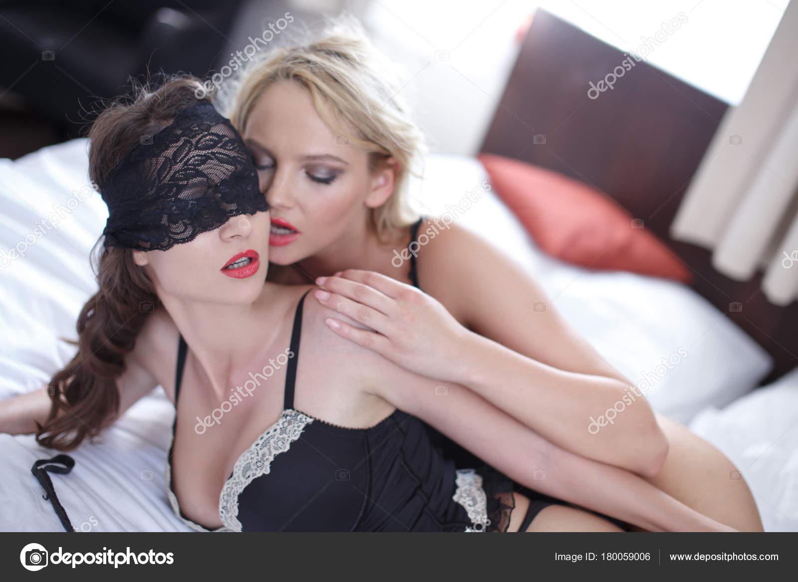 Λεσβιακό σεξ σε κιλότα
