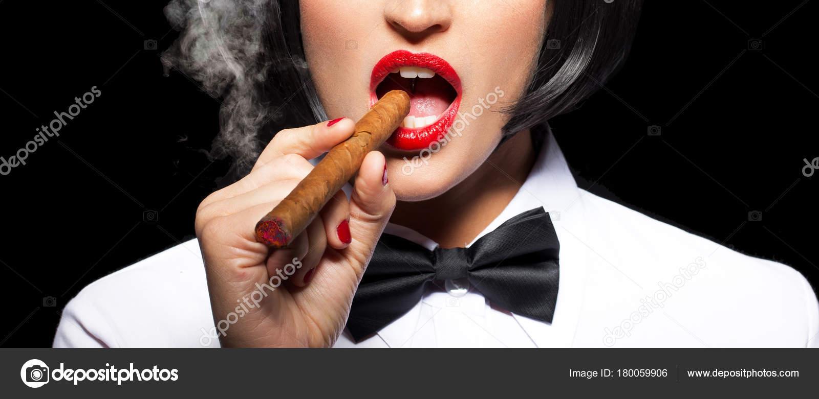 kouření krásné rty