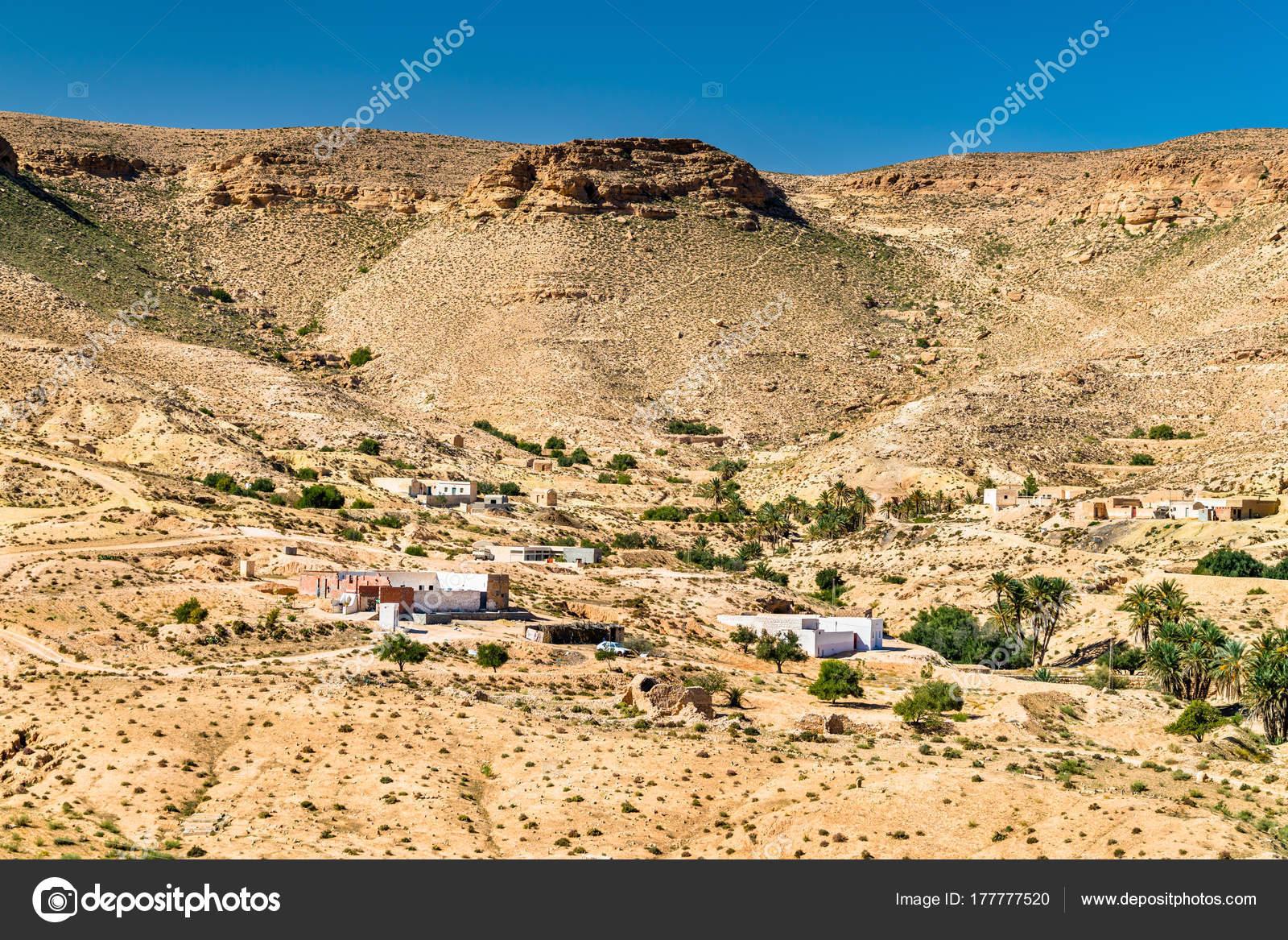 Ksar Hallouf、メドニン県、南部...
