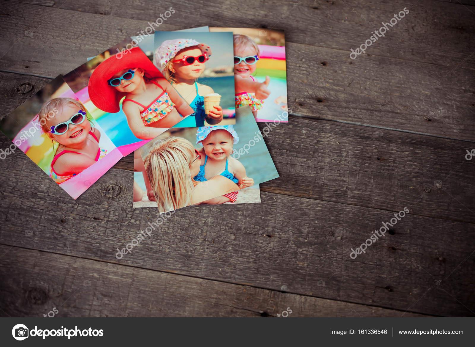 fbae492a332 Foto album vzpomínky a nostalgie v letní cesta výlet na dřevo stůl —  Fotografie od ...