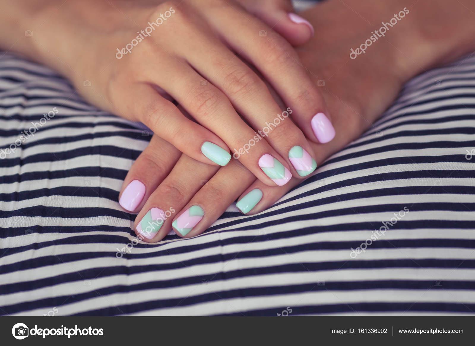 Terrific Fingernägel Design Bilder Reference Of Schönen Sommer Der Nägel Auf Einem Meer