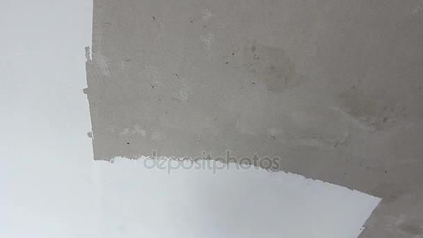 peintre est lissage mur avant de peindre avec la truelle crm en revtement video