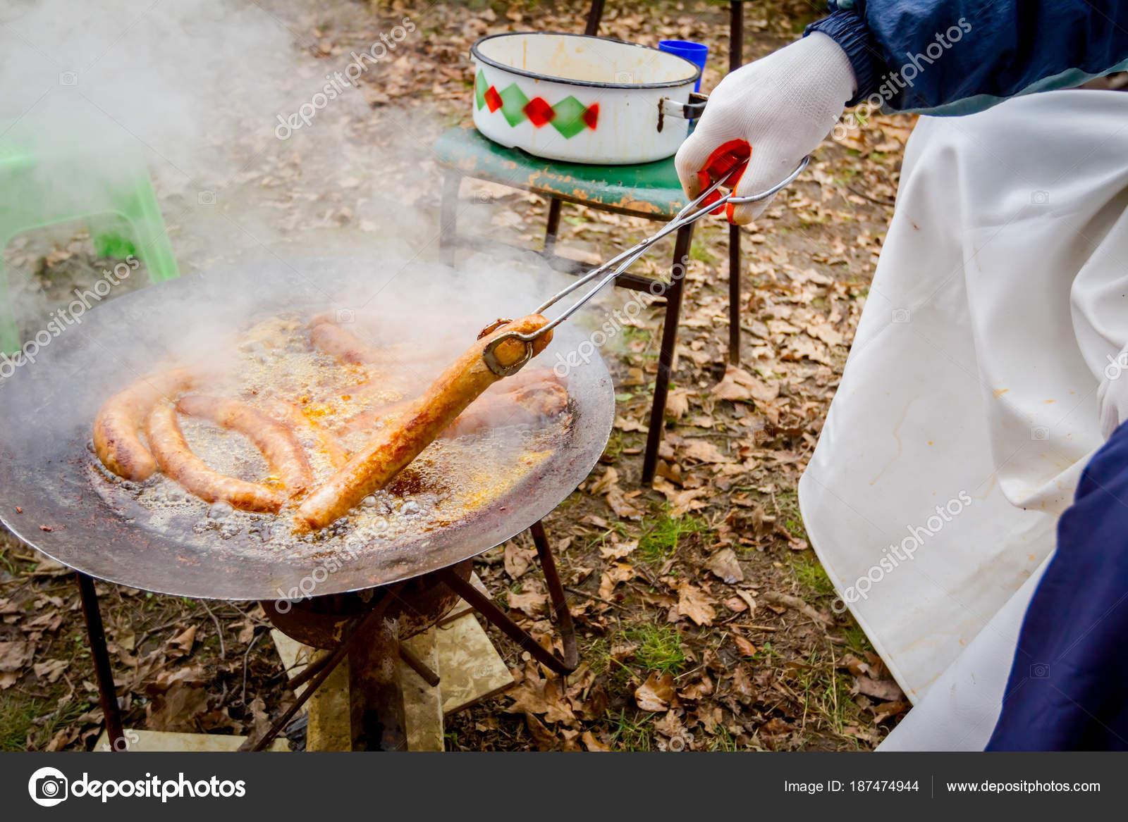 Lezzetli ve pişirmek kolay - meyilli sosis