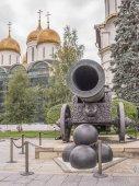 Kreml. Tsar Cannon, odlita z bronzu v roce 1586 A. Čocholem