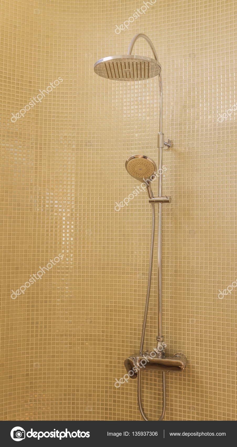 Deszcz Prysznic W Luksusową łazienkę Z Zielona Mozaika