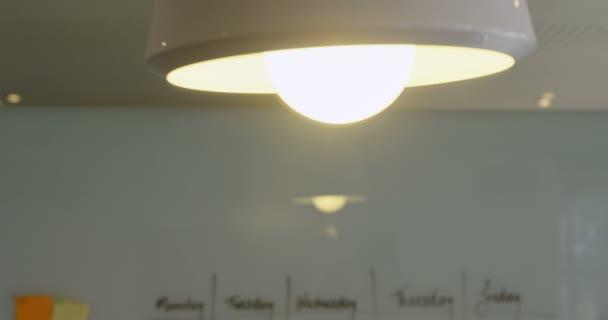 Plan pour les jours semaine sur tableau blanc bureau u vidéo