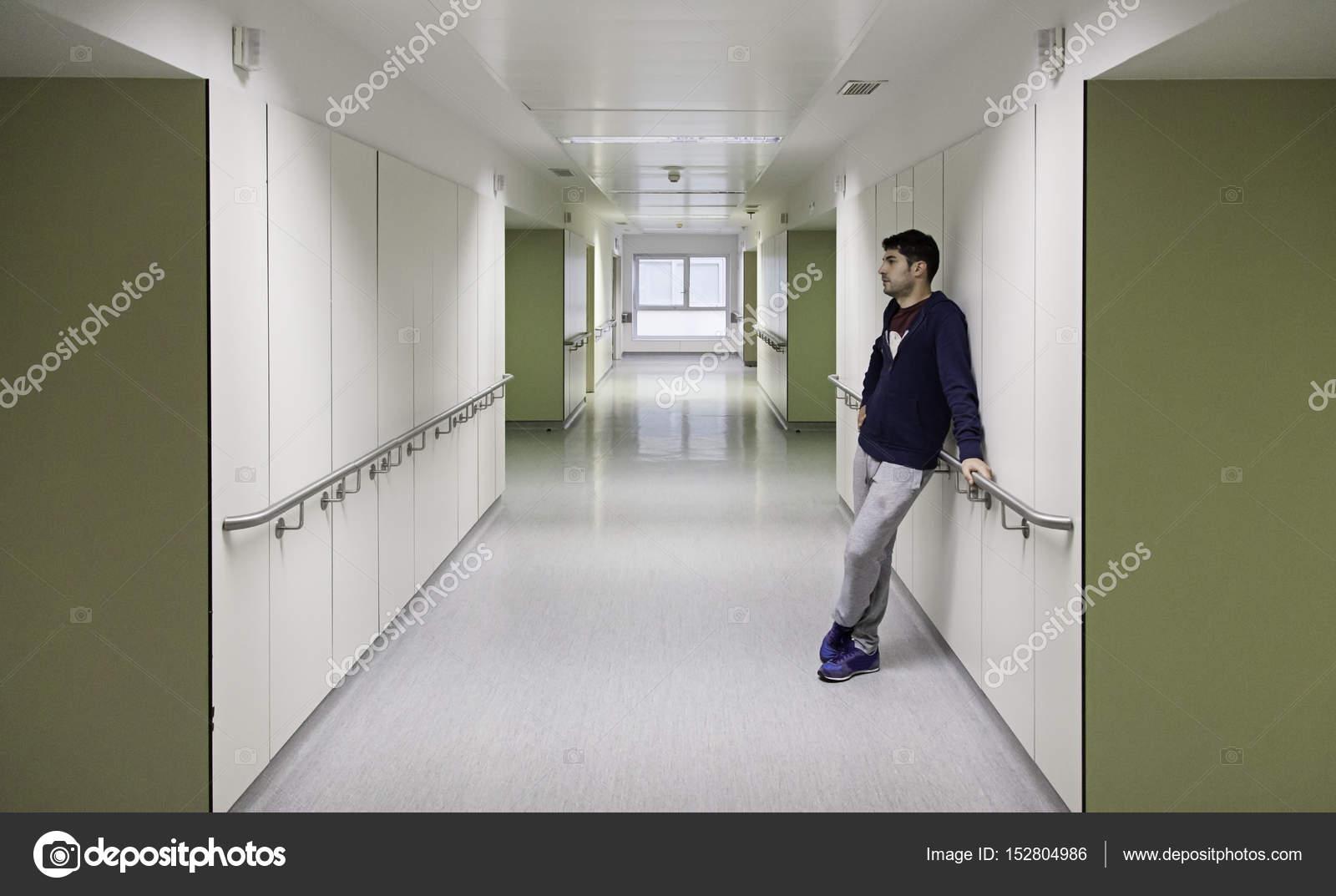 Interieur gang ziekenhuis u stockfoto celiafoto