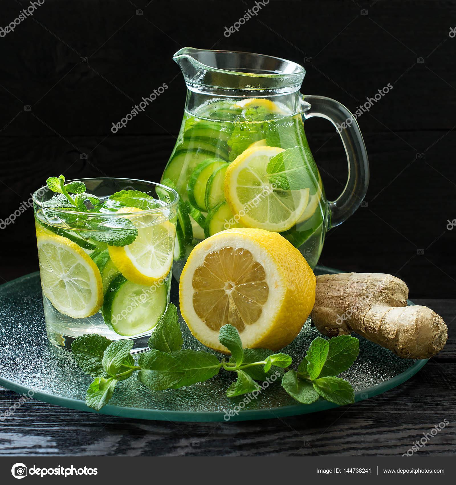 purification de l eau au citron concombre gingembre et menthe photographie 13 smile 144738241. Black Bedroom Furniture Sets. Home Design Ideas