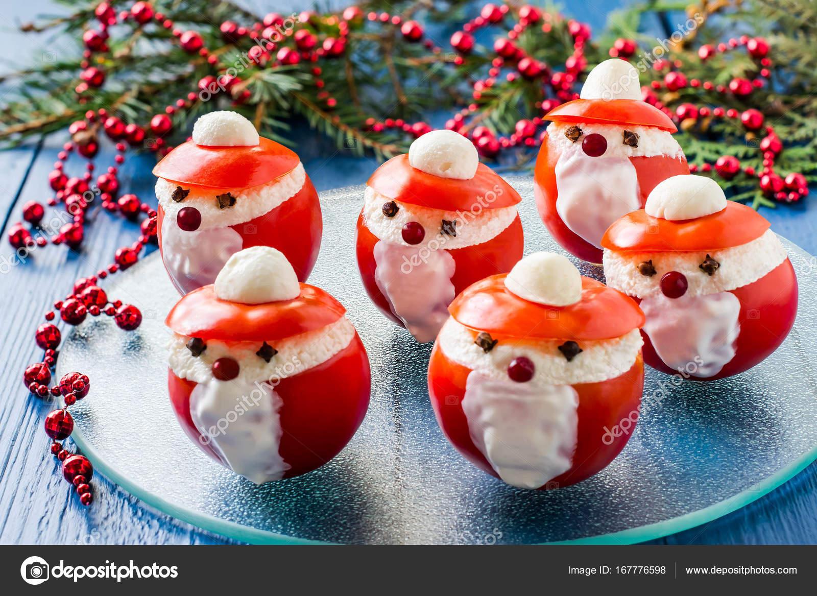 Babbo Natale Originale.Pomodori Ripieni A Forma Di Babbo Natale Per Natale Foto Stock