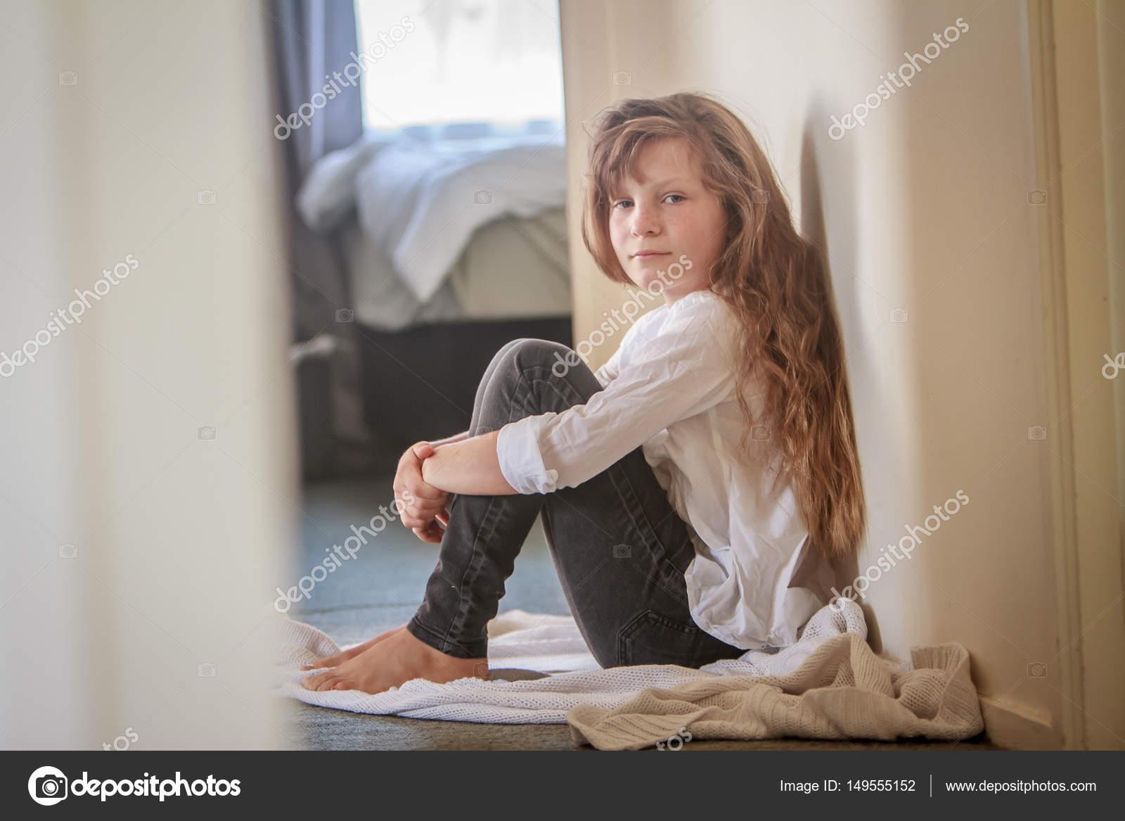 preteen girls legs Dreamstime.com