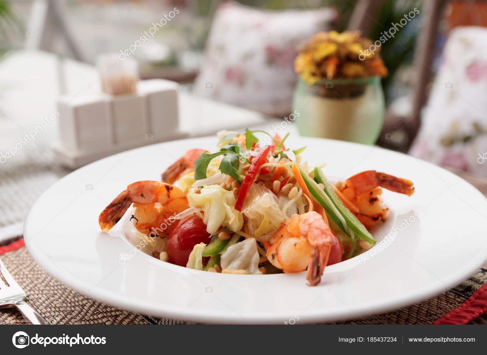 Sebzeli Jumbo Karides Salatası
