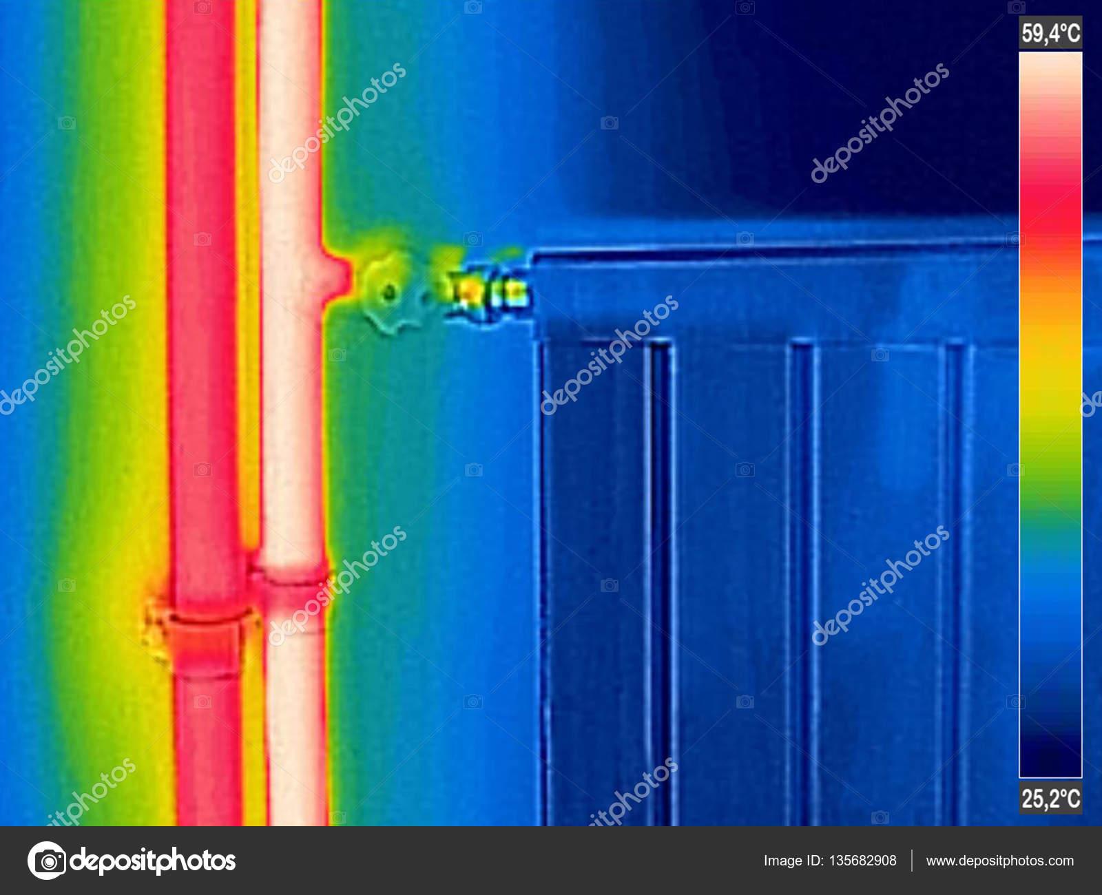 infrarot w rmebild eines geschlossenen heizk rper im haus. Black Bedroom Furniture Sets. Home Design Ideas