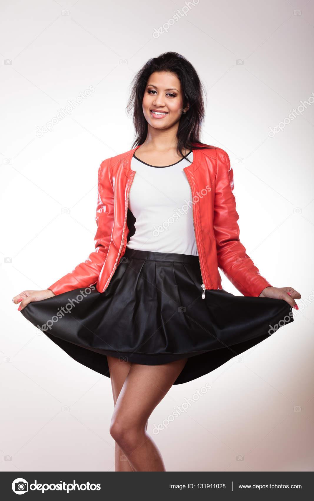 6ef51e205 Szépség nő a piros kabát — Stock Fotó © Voyagerix #131911028