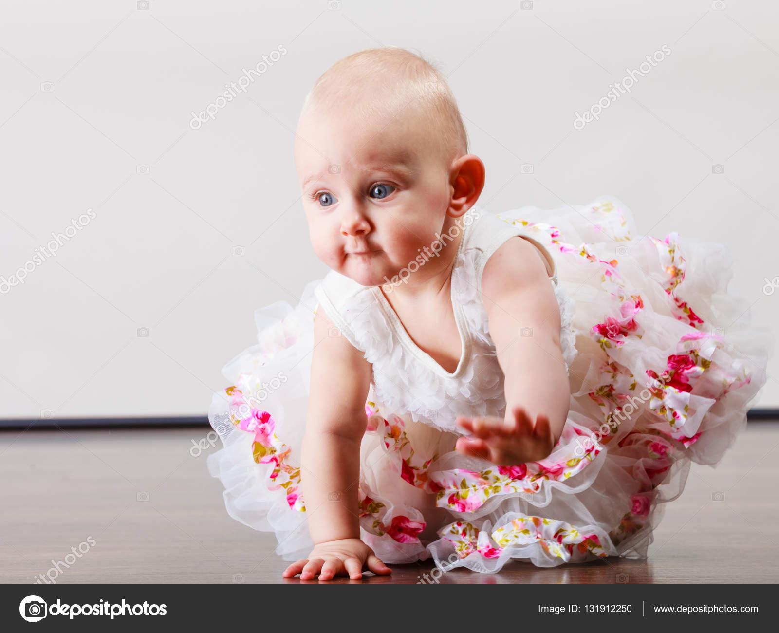 6edfa52c242f Little girl child portrait — Stock Photo © Voyagerix  131912250