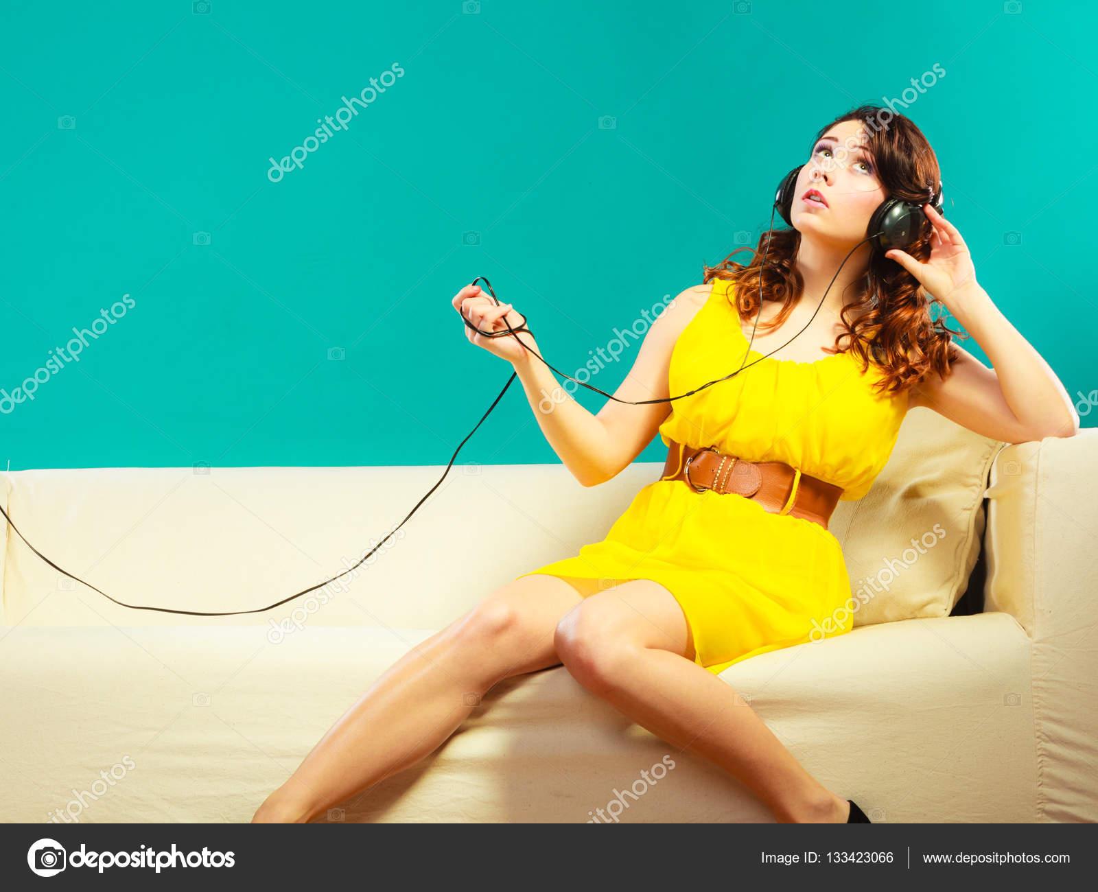 girl in headphones listening music mp3 relaxing — Stock