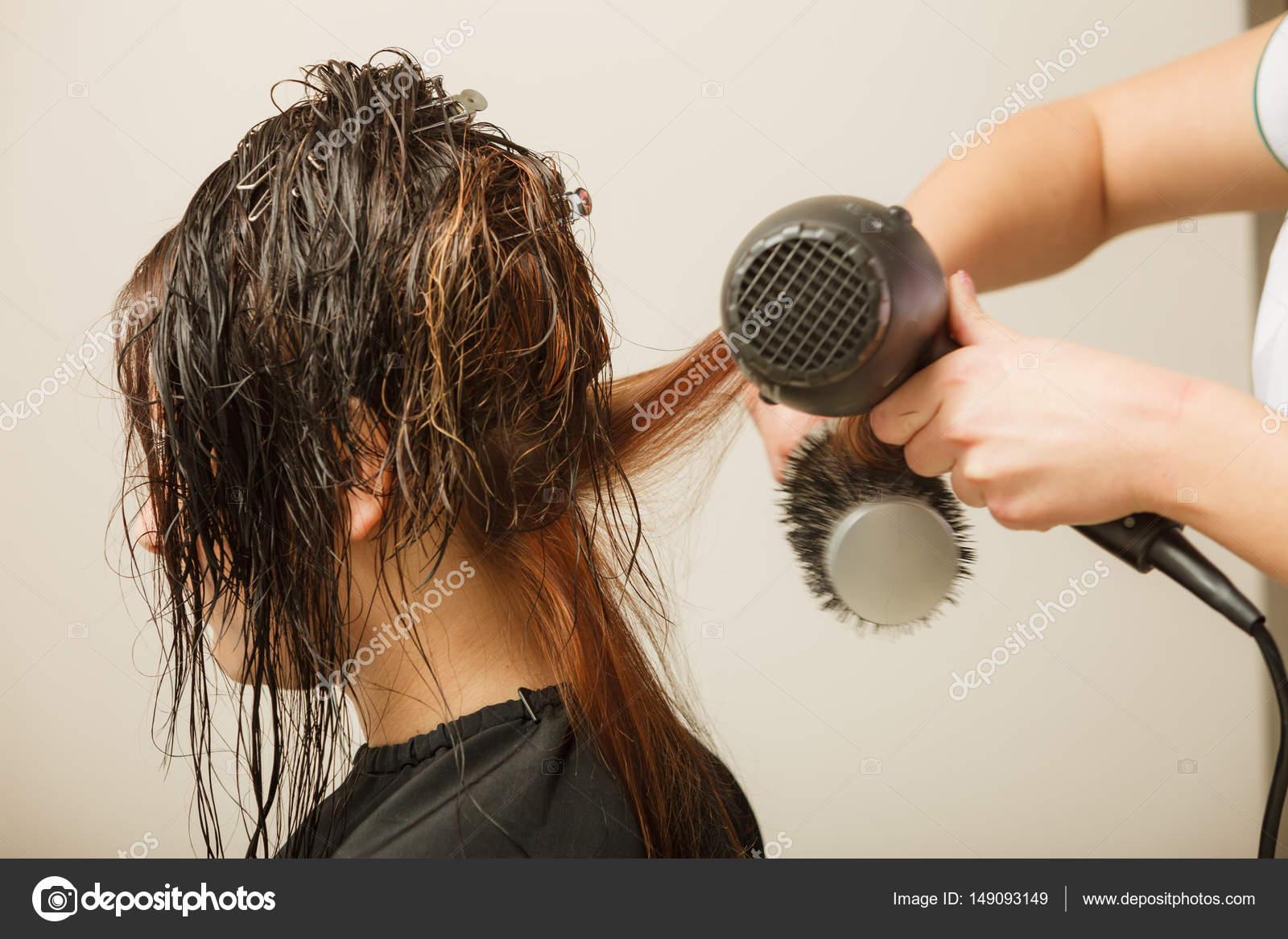 Friseur Styling Frau Dunkle Lange Haare Stockfoto Voyagerix