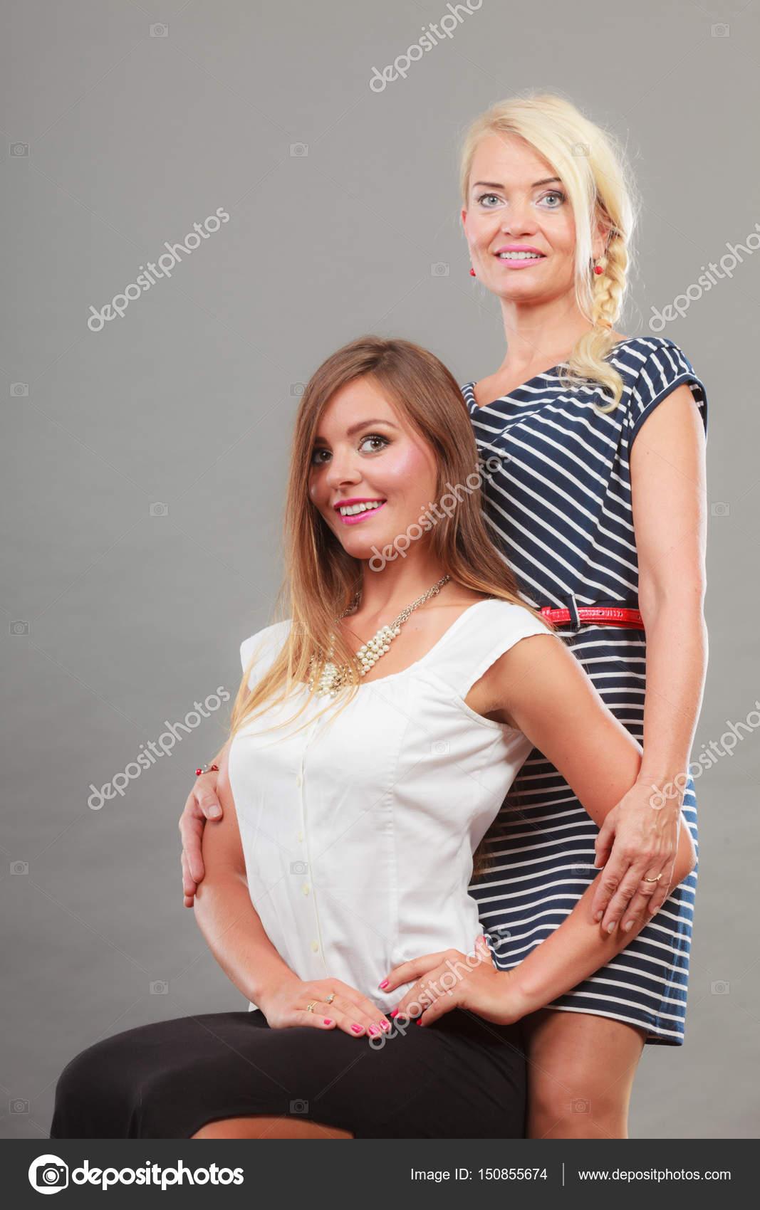 db55a35b0 Két nő visel divatos ruhák — Stock Fotó © Voyagerix #150855674