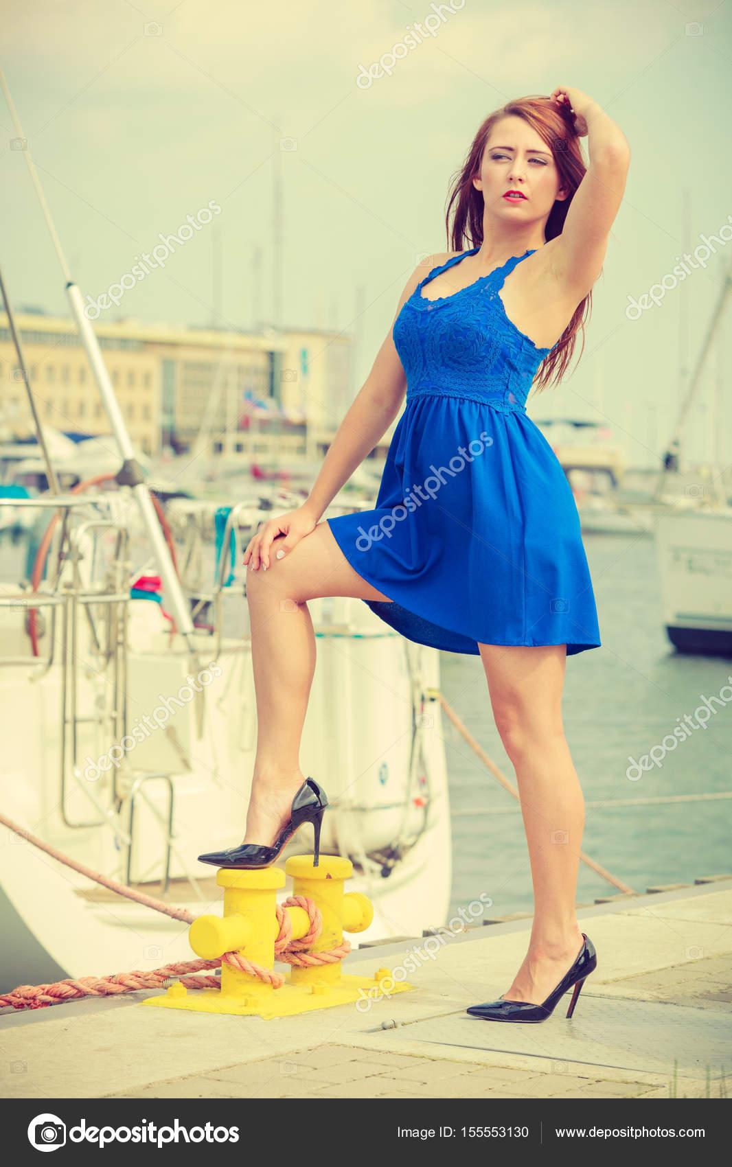 ad0a333e5 Domináns feminista nő visel magas sarkú, Marina — Stock Fotó ...
