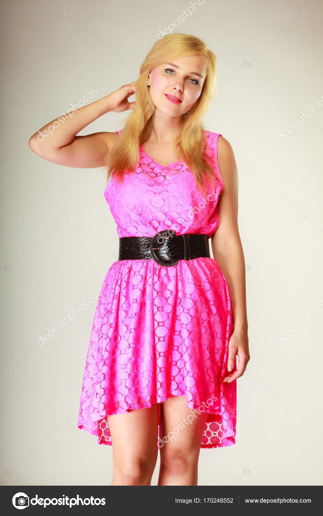 Linda Menina Com Vestido Rosa Curto Stock Photo