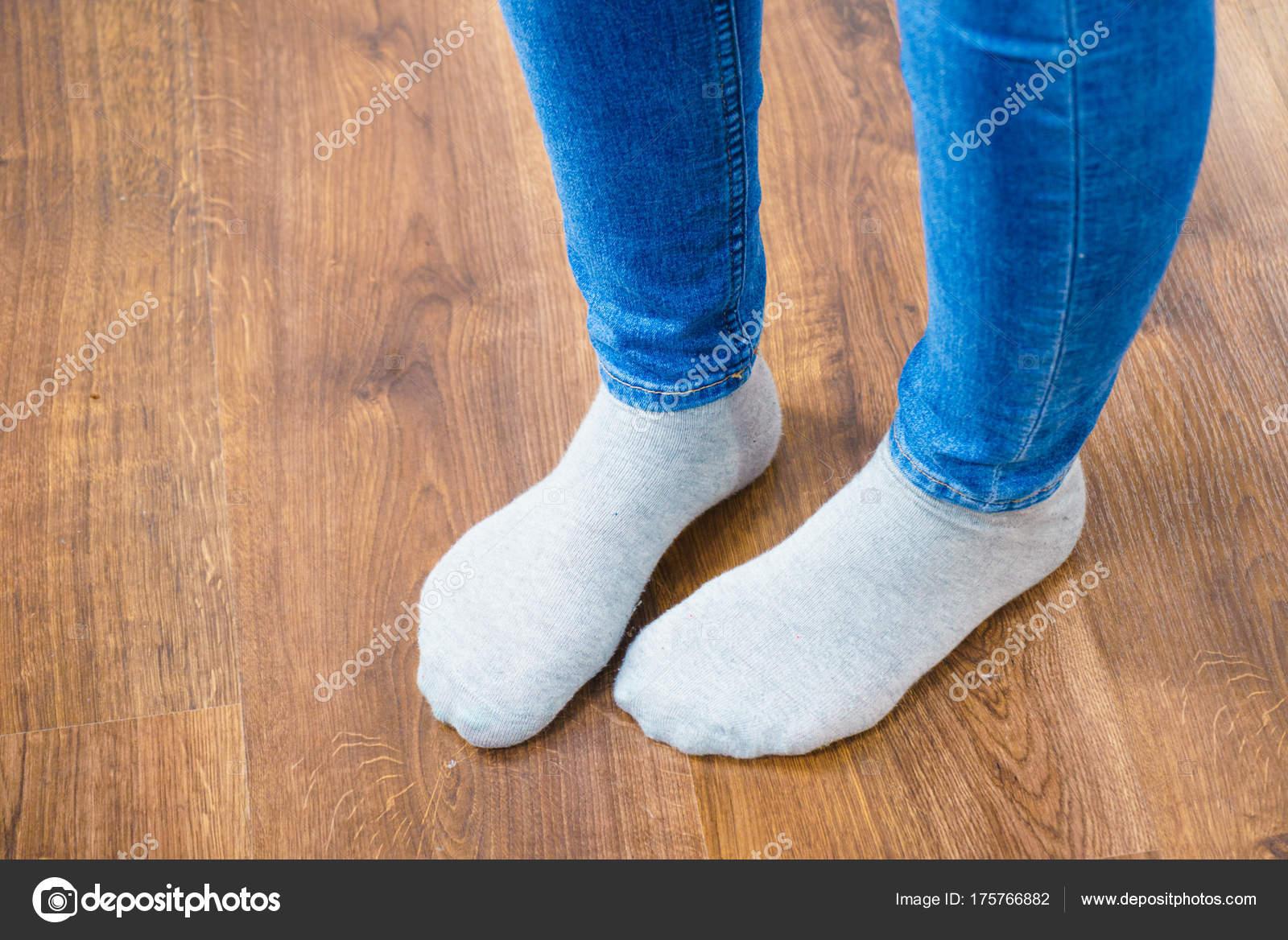 Ножки женщин в носках — 7