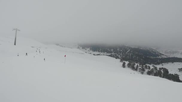 Síelés a havas hegyekben timelapse