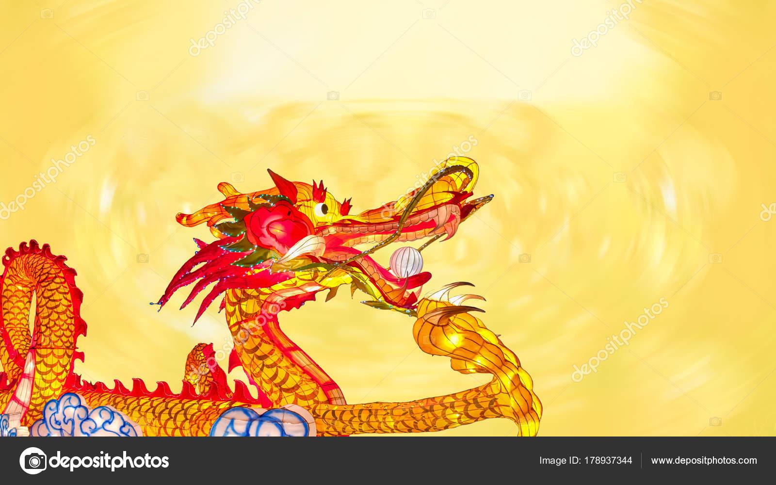 Año nuevo chino dragón de linternas en china town — Fotos de Stock ...