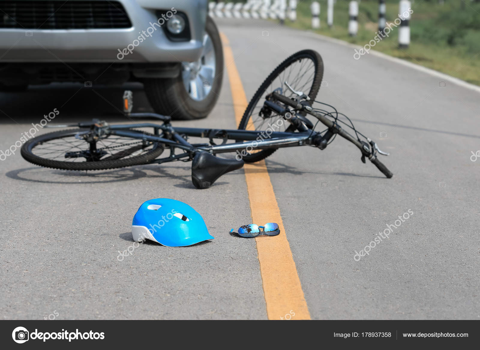 a road accident you saw You are a reporter of a daily newspaper write a report on a terrible road  accident you have witnessed a terrible road accident at.
