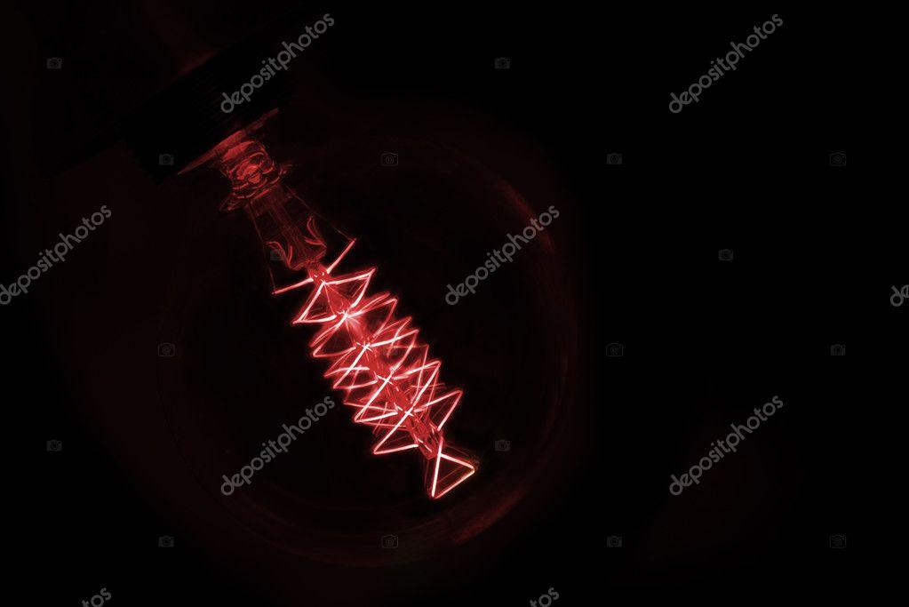 Rood Licht Lamp : Close up op rood licht lamp gloeien in het donker u stockfoto