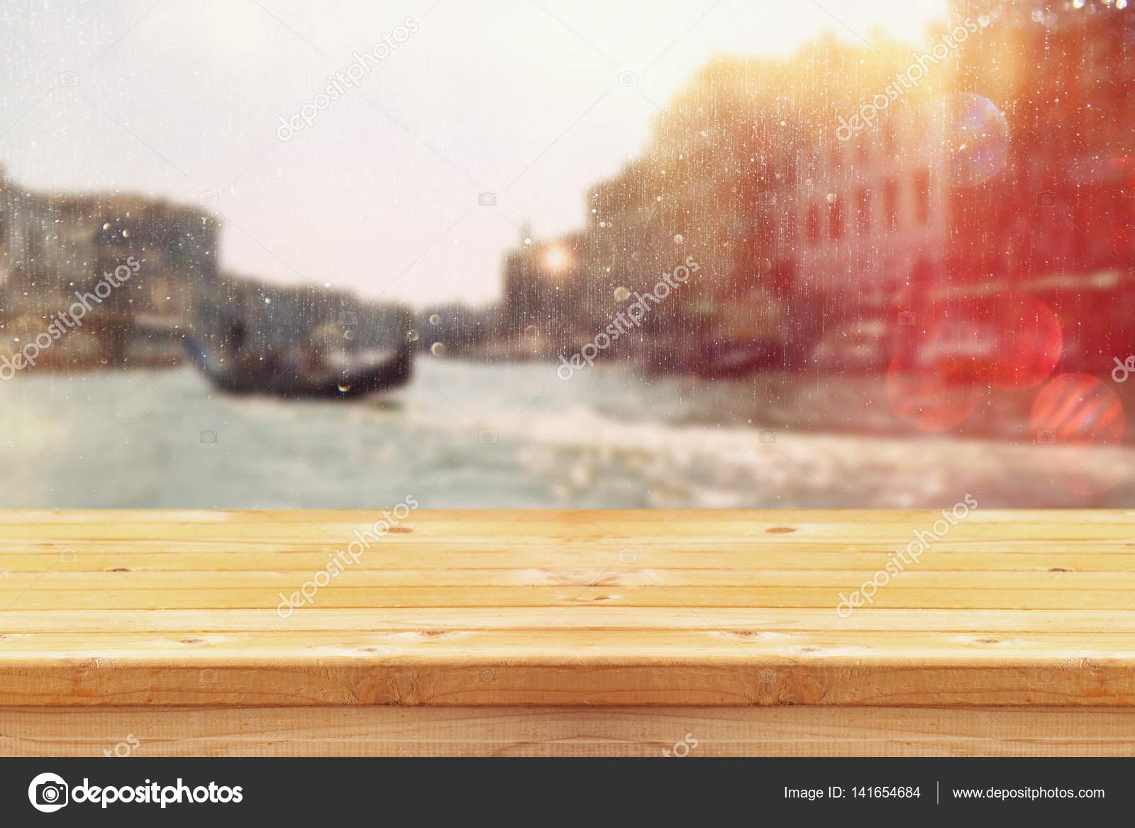 Leere Tabelle vor unscharfen Hintergrund für romantische Venedig ...