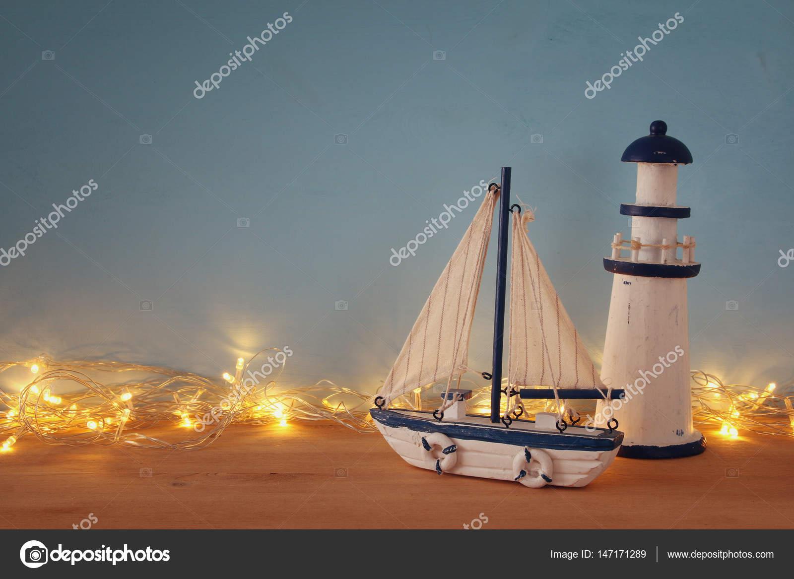 https://st3.depositphotos.com/1741969/14717/i/1600/depositphotos_147171289-stockafbeelding-nautische-concept-met-sea-life.jpg