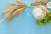 kép, gyümölcs és tejtermék. Zsidó ünnep - Sávuot jelképei