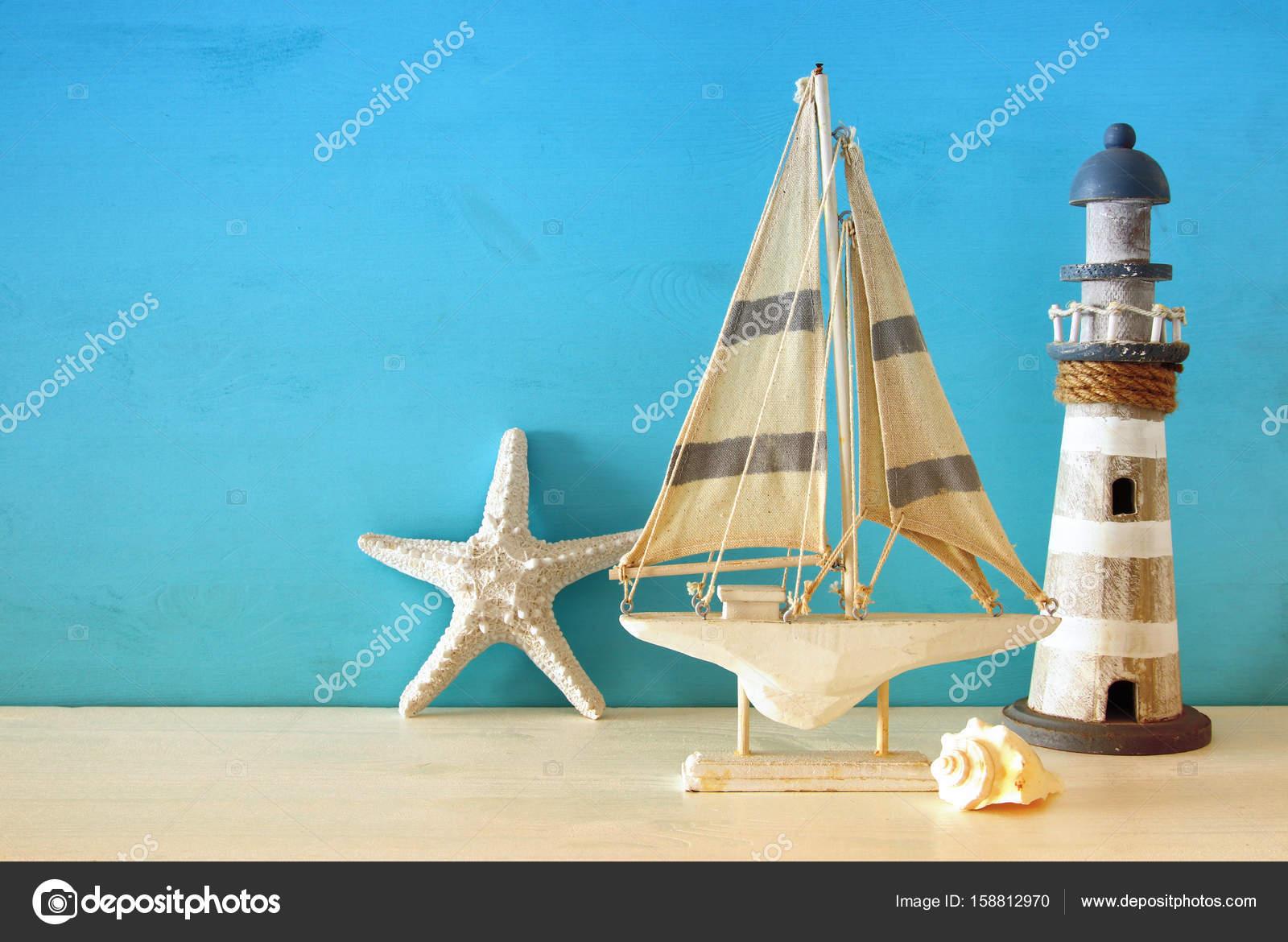 Concetto di nautica con oggetti di stile di vita di mare sulla