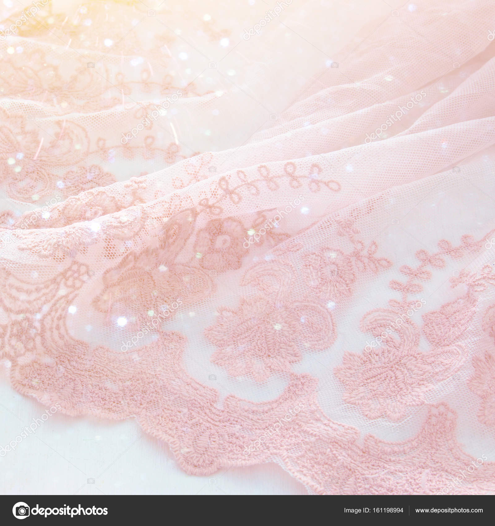 Vintage Tull Rosa Chiffon Kleid Auf Weisser Holztisch Hochzeit Und
