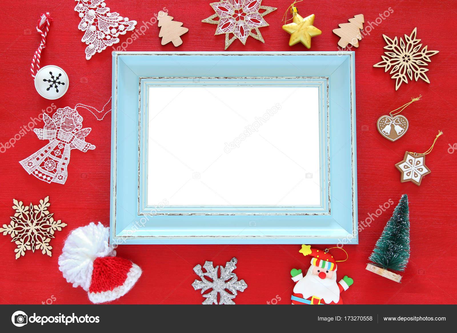 Draufsicht der festlichen Weihnachtsschmuck neben alten Bilderrahmen ...
