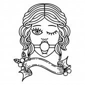 traditionelles schwarzes Linienwerk-Tattoo mit einem zwinkernden weiblichen Gesicht, das einen Ball-Gag trägt