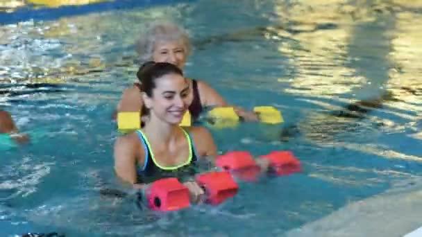 Rehabilitační cvičení s činkami