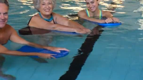 Aktív nyugdíjas: fitness víz