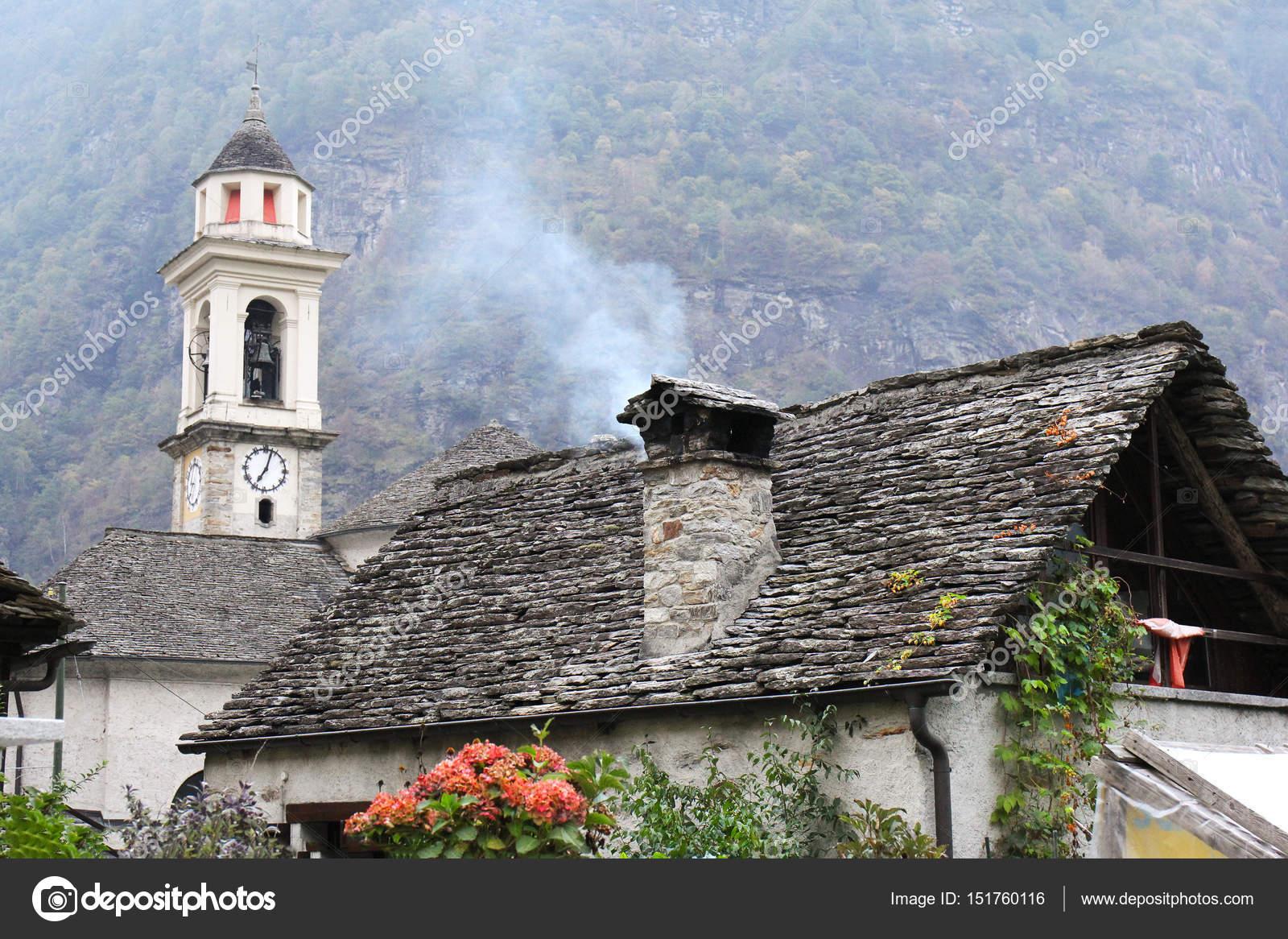 Cottage di pietra sonogno svizzera foto stock yulan for Piani architettonici di cottage
