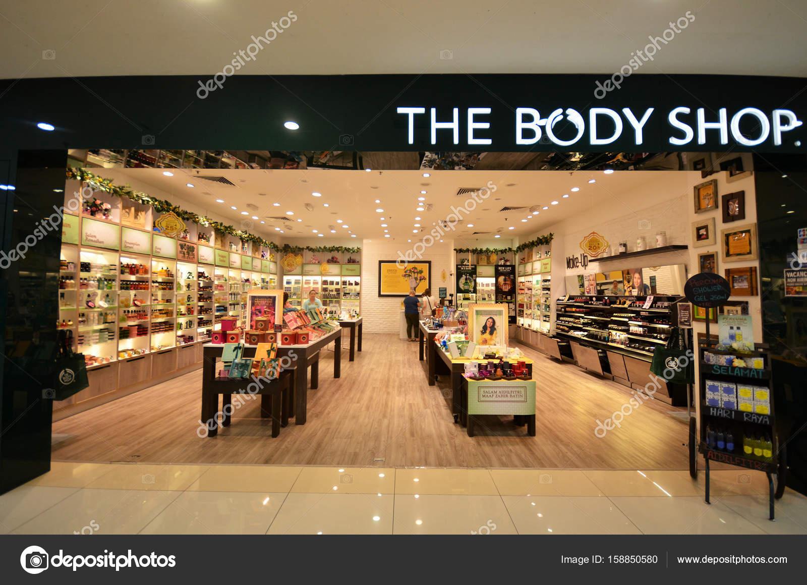5ee06f4b7 A loja de cosméticos Body Shop — Fotografia de Stock Editorial ...