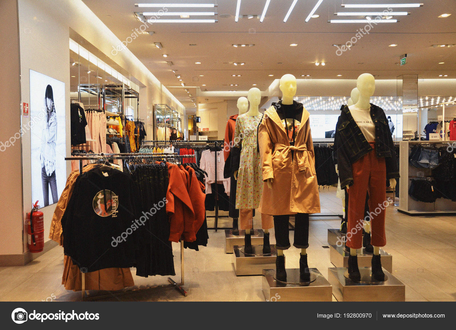 2f43e87e54b Fashionable business woman clothes in a boutique store — Stock Photo