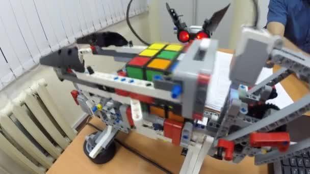 Sestavit Rubikova kostka robotů Lego Mindstorms Ev3