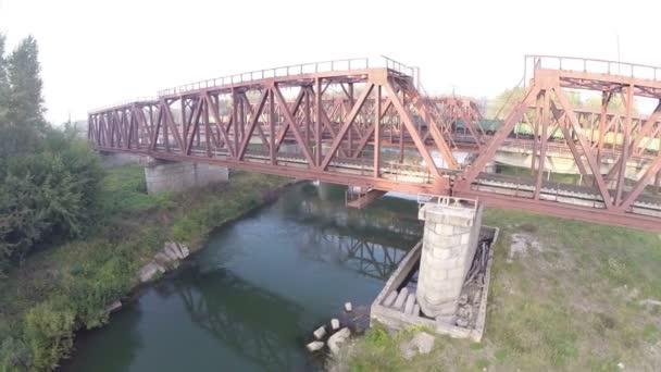 Letecký pohled. Železniční most. River, Russia, Ufa