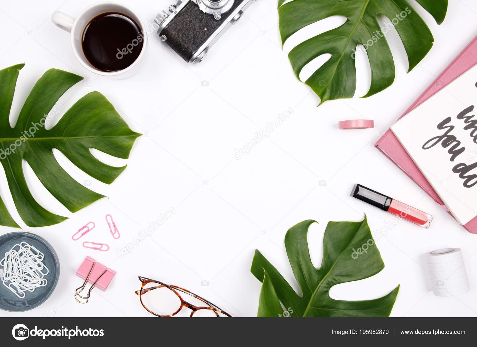 Women Home Office Desk Workspace Tropical Palm Leaf Vintage Camera — Stock  Photo e5413e6086