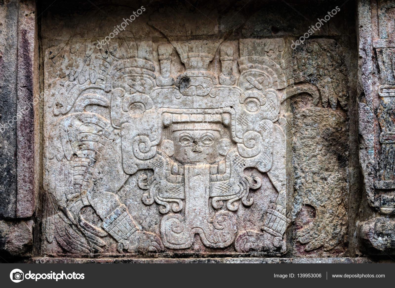 Antiguos Murales Mayas En La Plataforma De Venus En Chichen Itza