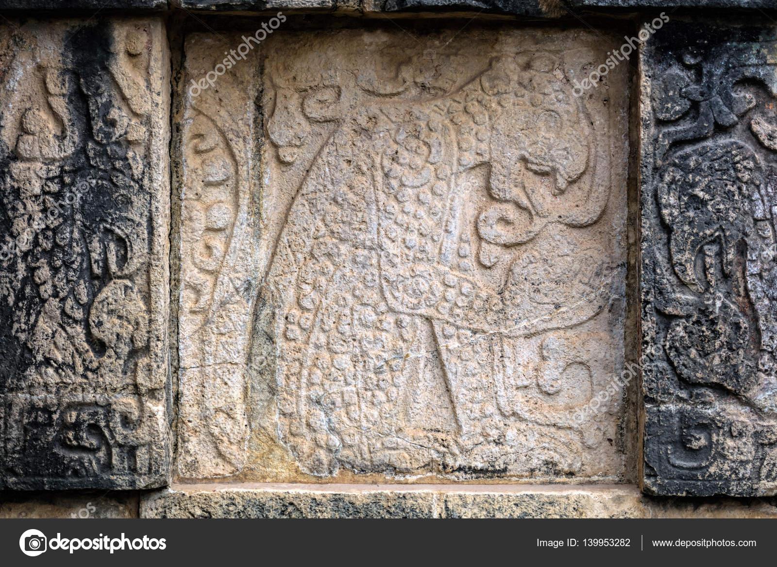 Antiguos Murales Mayas En La Plataforma De Las Aguilas Y El Jagua