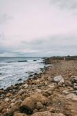 Photo tranquil coastline with stones near mediterranean sea