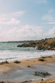 homokos strand közelében Földközi-tenger ellen kék ég