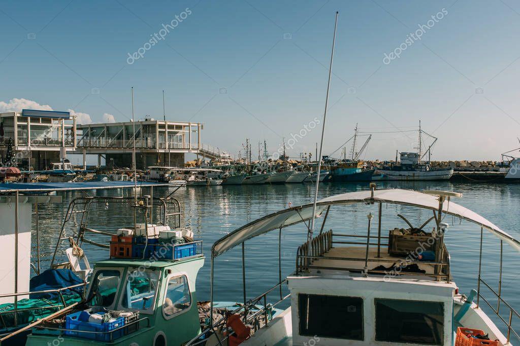 sole sulle navi ormeggiate nel Mediterraneo