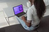 Photo high angle view of african american girl using laptop with best shopping website on screen