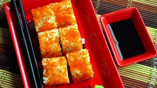 a piros tányér finom japán roll